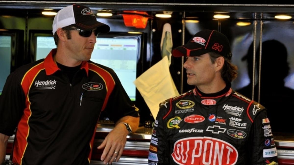 Gordon keeps Chase hopes alive with runner-up result at Atlanta