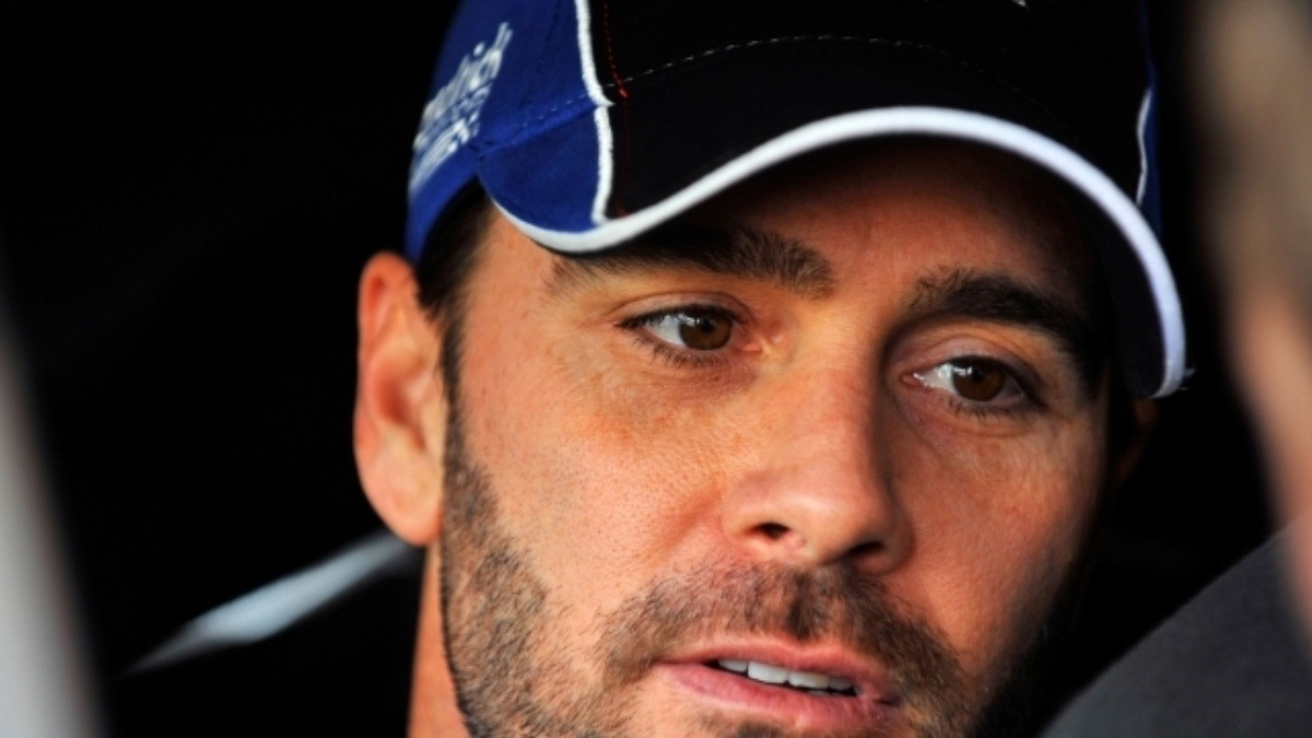 Johnson wins from the pole at Martinsville Speedway