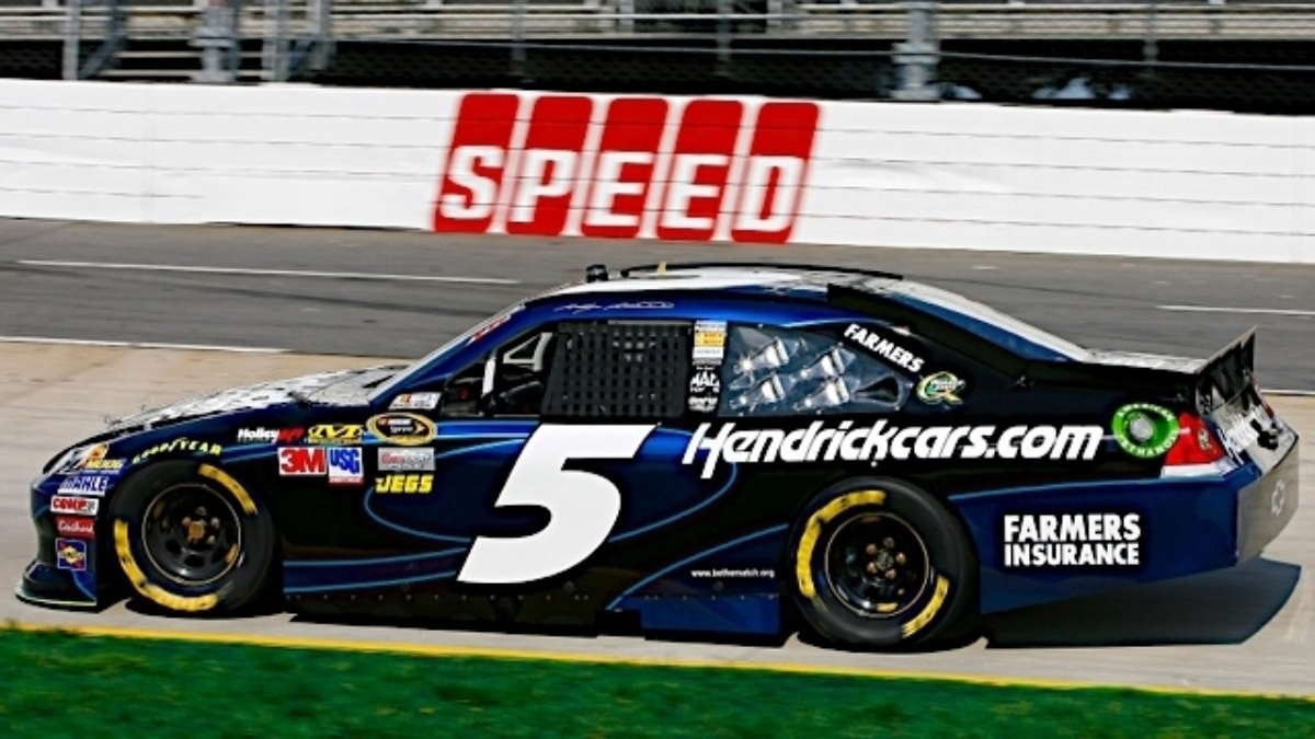 Kahne earns pole at Martinsville, Gordon in top 10