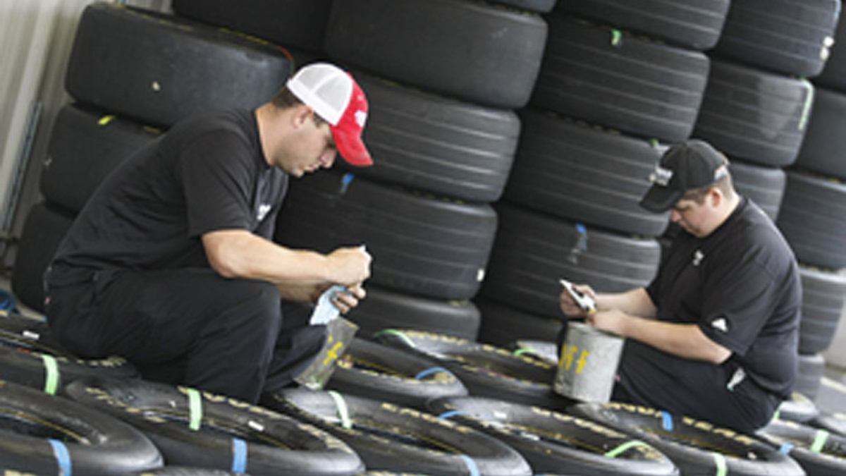 Pit support members vital to Cup crews' success